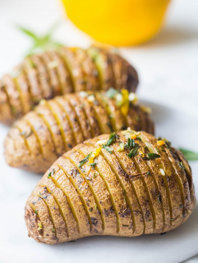 hasselback-potatoes-crispy-delicious-golden-easy-dinner-vegan-roast-potatoes