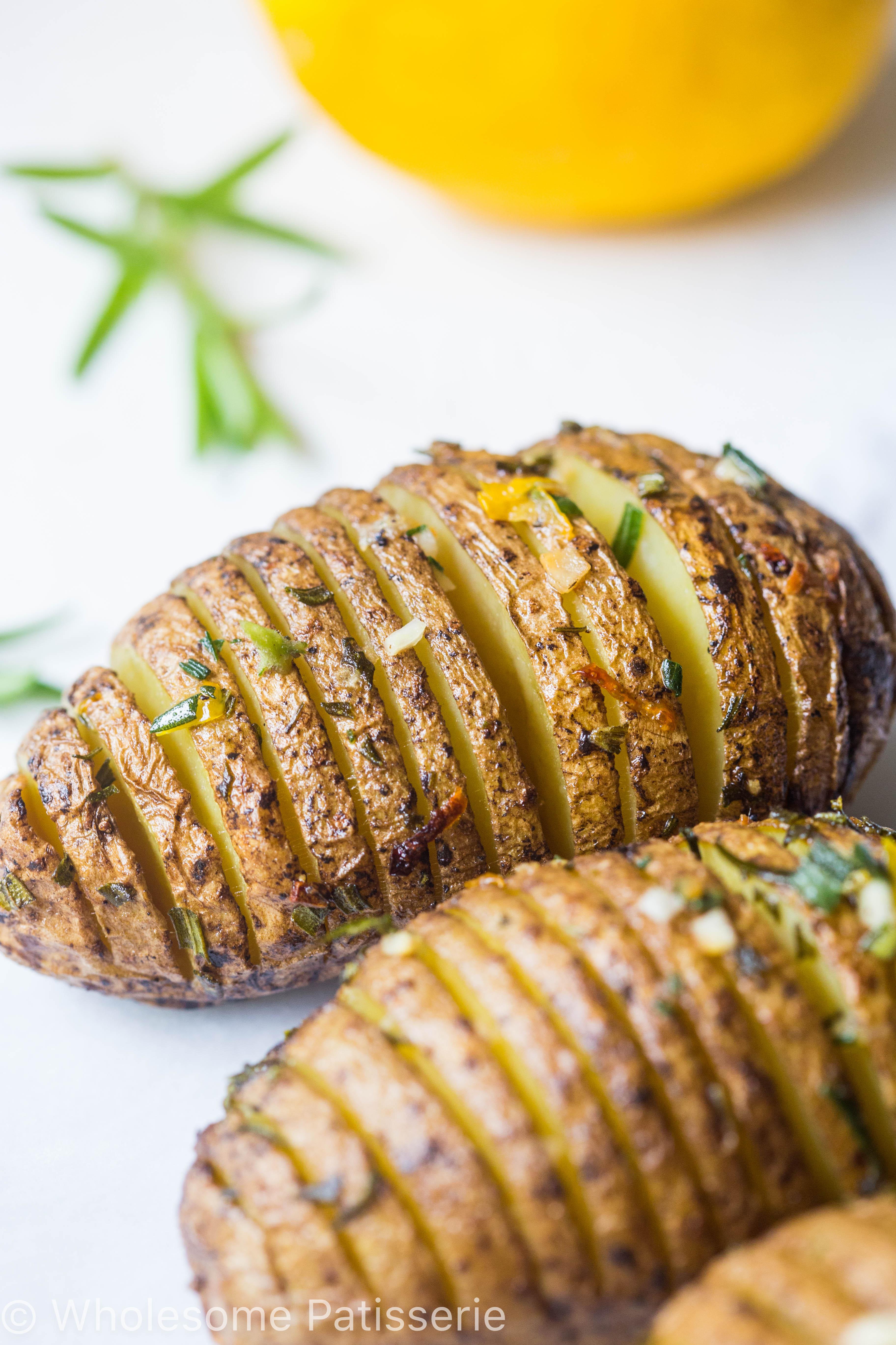 hasselback-potatoes-crispy-delicious-golden-easy-dinner-vegan-roast-potatoes-simple