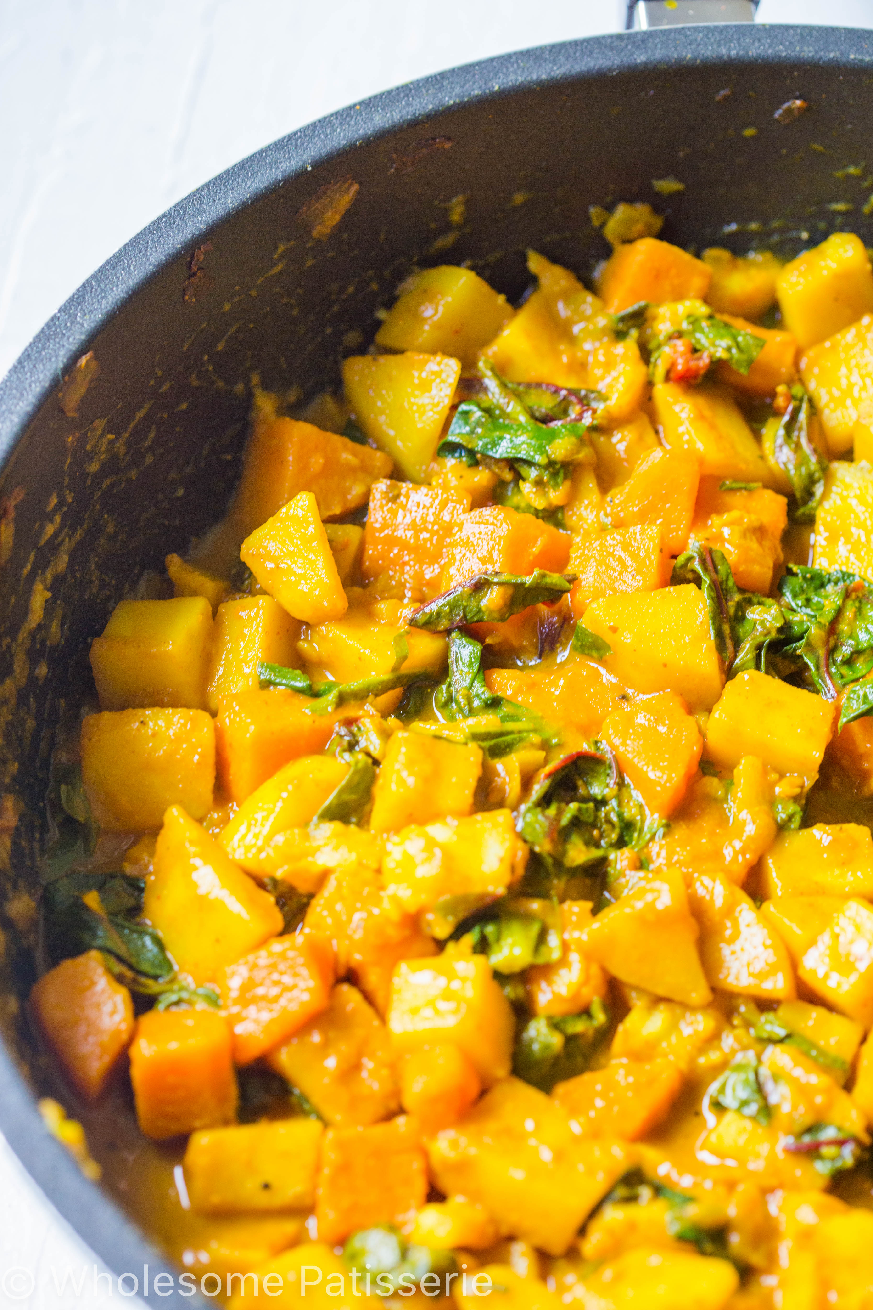 vegan-spicy-potato-spinach-curry-dinner-amazing-delicious-curry-turmeric