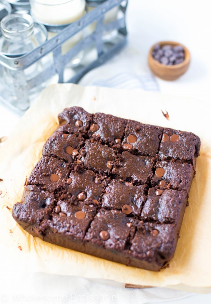 one-bowl-flourless-chocolate-brownies-gluten-free-delicious-chocolate