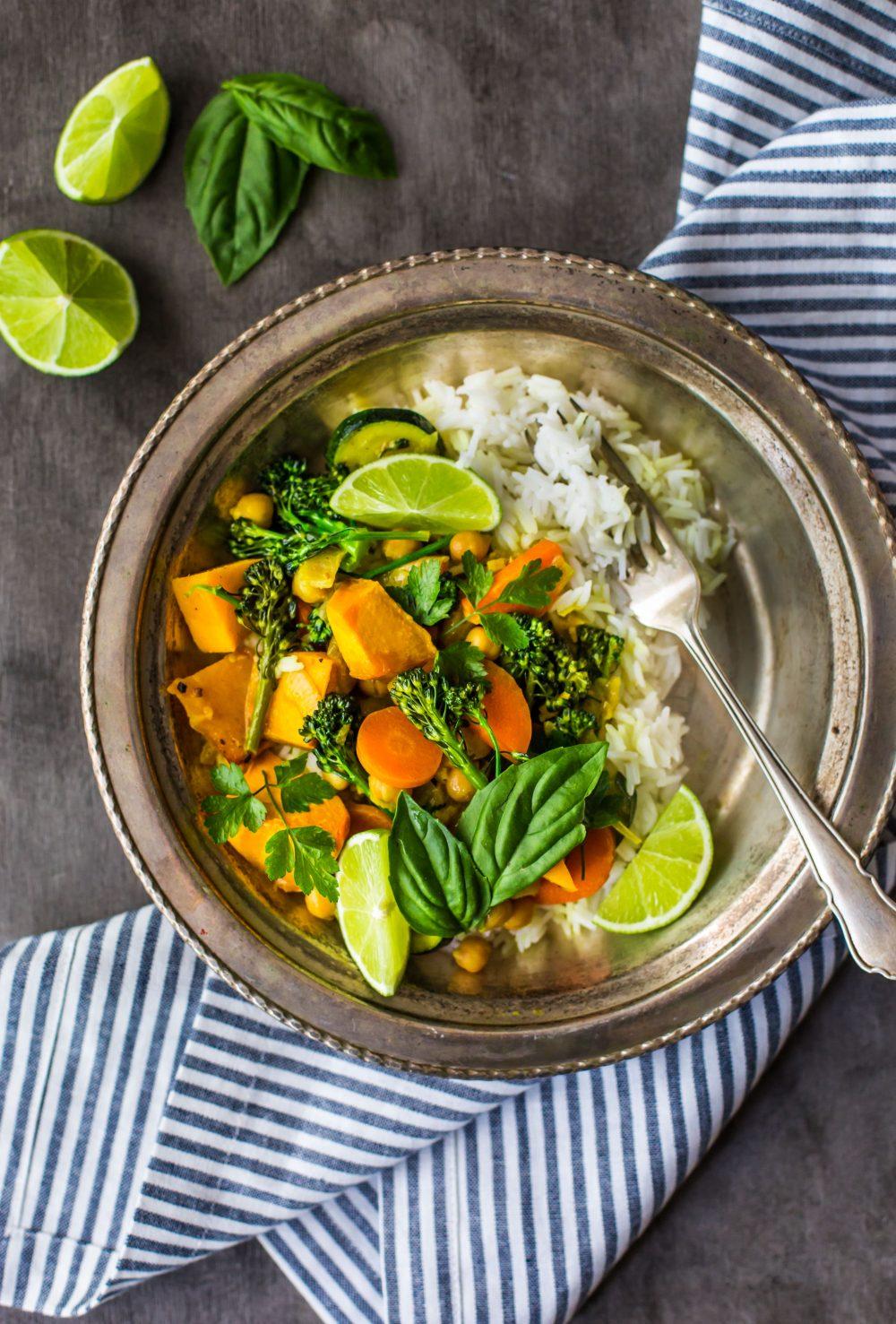 pumpkin-coconut-curry-delicious-vegan-vegetable-curry-dinner-healthy-gluten-free-vegan