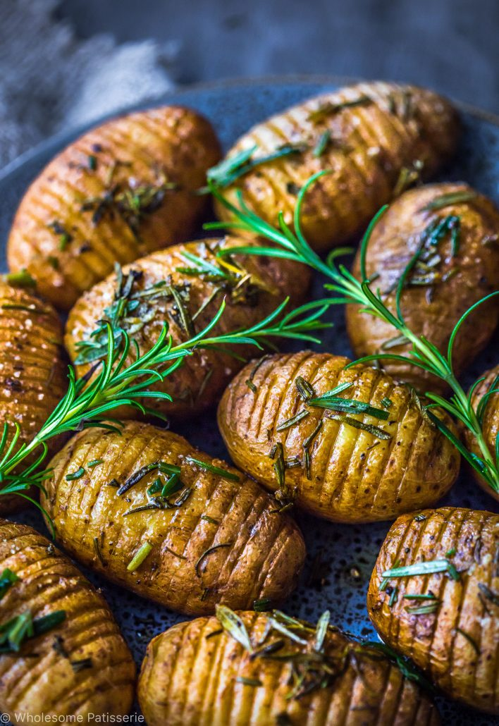 rosemary-garlic-mini-hasselback-potatoes-vegan-christmas-dinner-side-dish