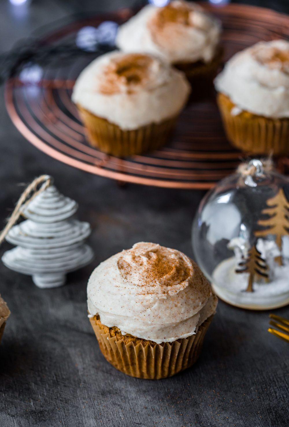 chai-cupcakes-gluten-free-christmas-cupcakes-frosting-holidays-baking-cardamon