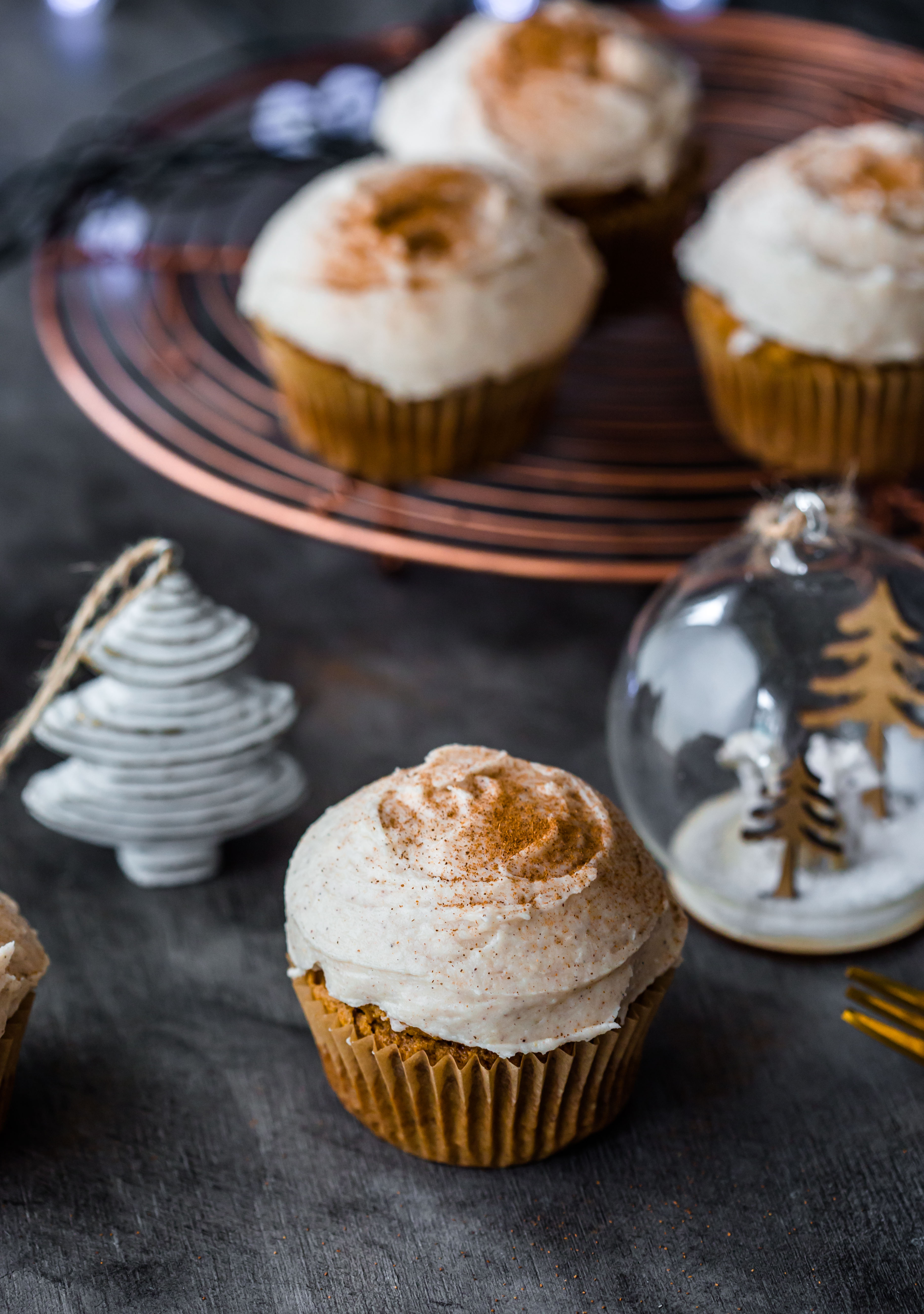 chai-cupcakes-gluten-free-christmas-cupcakes-frosting-holidays-baking-cardamon