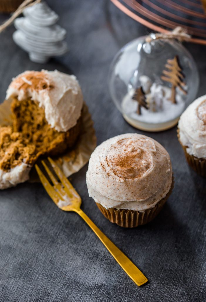chai-cupcakes-gluten-free-christmas-cupcakes-frosting-holidays-baking-gold