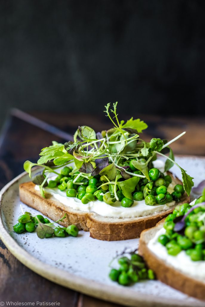 smashed-basil-peas-greek-yoghurt-breakfast-brunch-lunch-vegetarian-gluten-free-delicious-easy-fresh