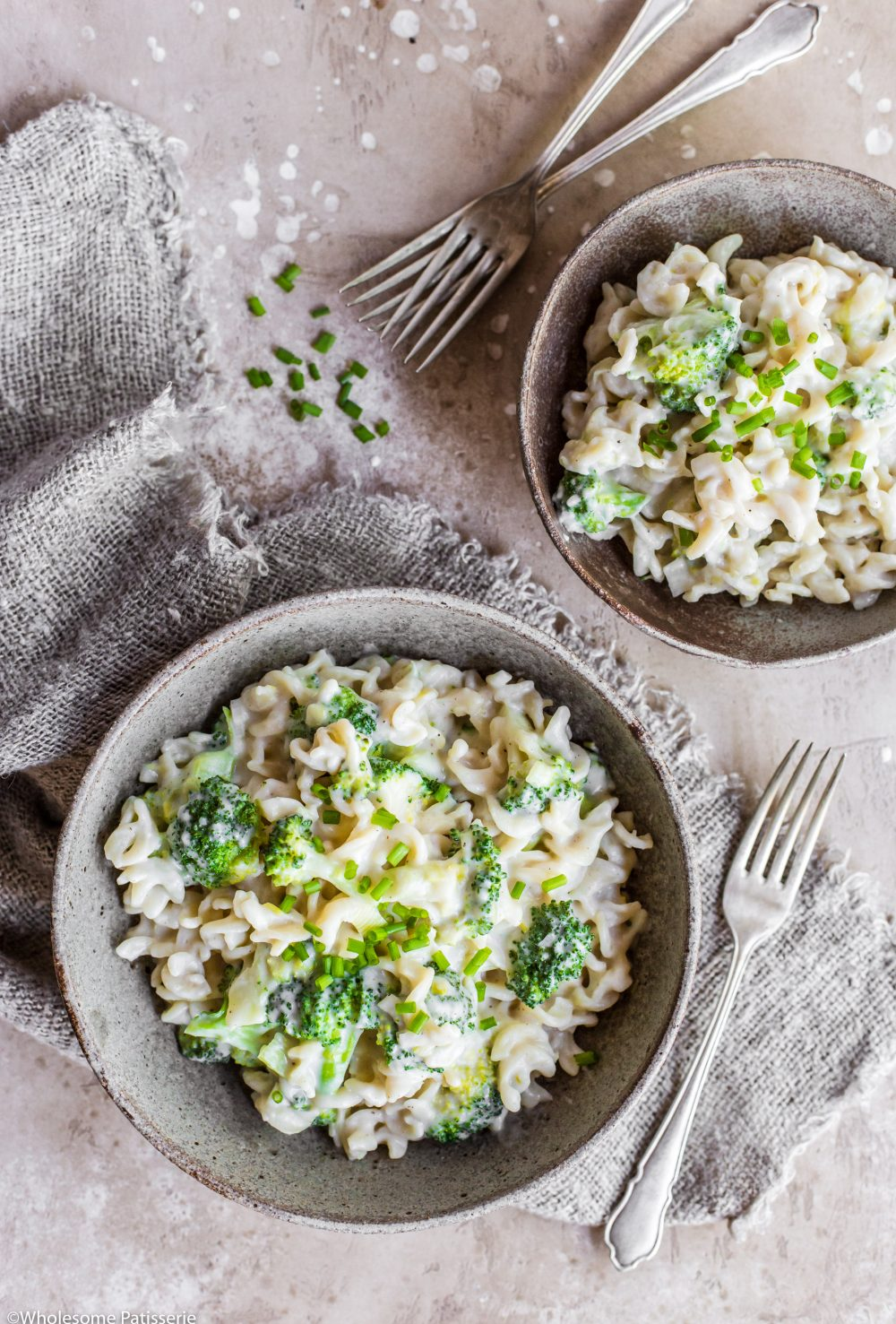 Creamy Broccoli Vegan Pasta! Dairy-free creamy homemade white sauce mixed with healthy & flavoursome veggies! #creamypasta #pasta #glutenfree #vegan