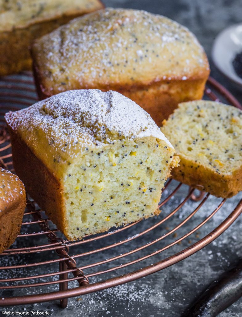 Orange Poppy Seed Cakes! 1-bowl simple cake batter made into mini cake loaves! #cake #orangecake #poppyseeds #baking