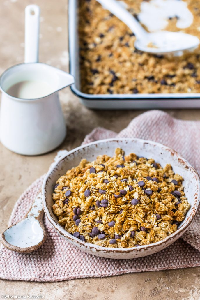 Peanut Butter & Chocolate Chip Granola! 5-ingredients to whip up your very own batch! #granola #peanutbutter #chocolate #breakfast
