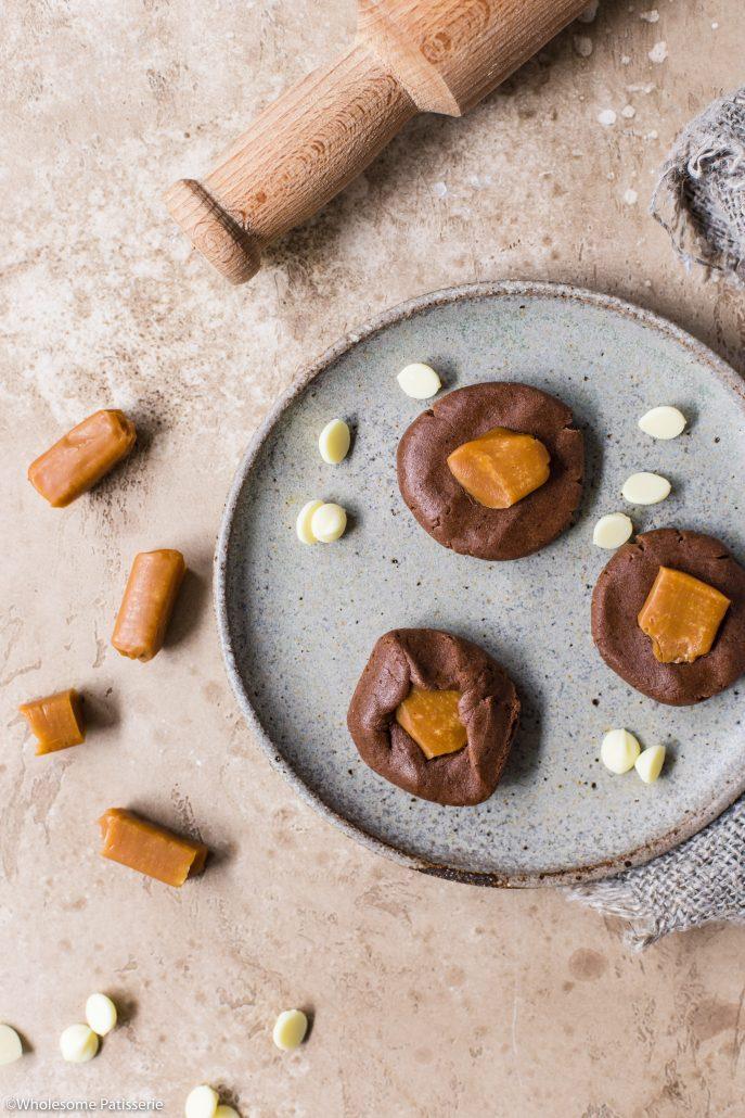 Double-chocolate-toffee-cookies-gluten-free-cookies-chocolate-cookies-caramel-cookies-toffee-stuffed-cookies-baking-easy-cookies-5