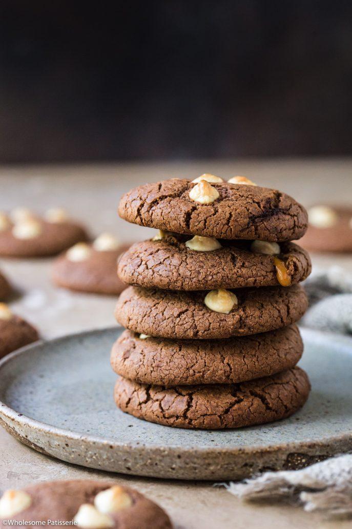 Double-chocolate-toffee-cookies-gluten-free-cookies-chocolate-cookies-caramel-cookies-toffee-stuffed-cookies-baking-easy-cookies-6