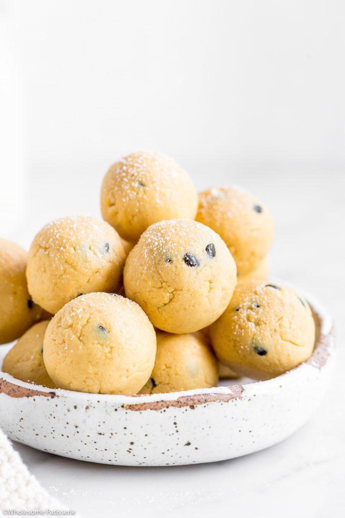 Passionfruit-cheesecake-truffles-3-ingredients-vegetarian-gluten-free-easy-snack-2