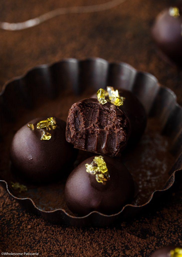 Dark-chocolate-rum-truffles-christmas-truffles-rum-balls-chocolate-ganache-adult