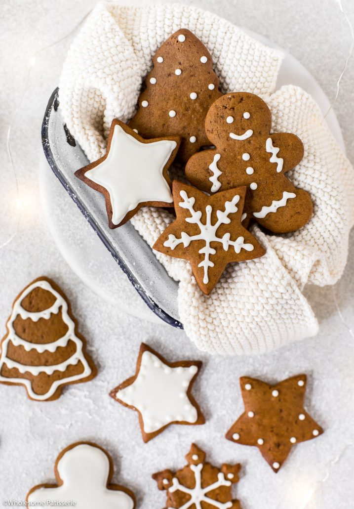 Gingerbread-cookies-white-royal-icing-christmas-cookies-christmas-baking-holidays-festive-ginger-bread