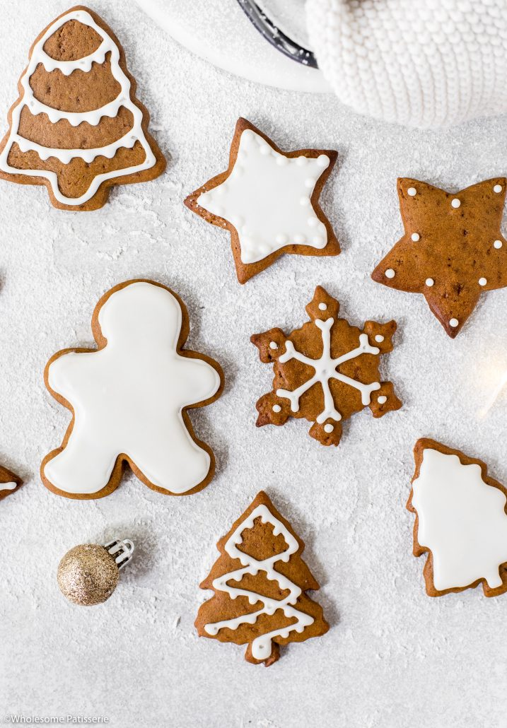 Gingerbread-cookies-white-royal-icing-christmas-cookies-christmas-baking-holidays-festive-ginger-bread-family