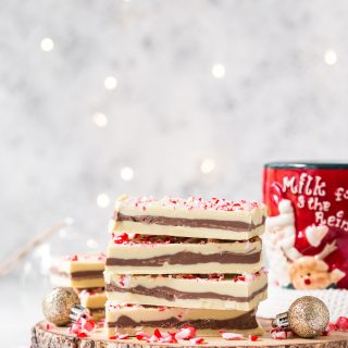 Peppermint-chocolate-bark-festive-bark-christmas-chocolate-snack-easy-holidays-white-chocolate