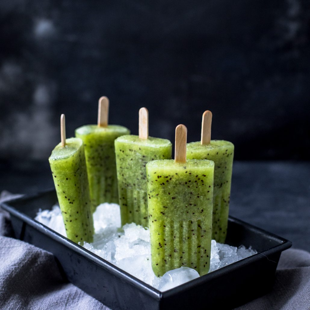Kiwi-pineapple-popsicles-3-ingredients-delicious-summer-recipe-hot-weather-easy-simple