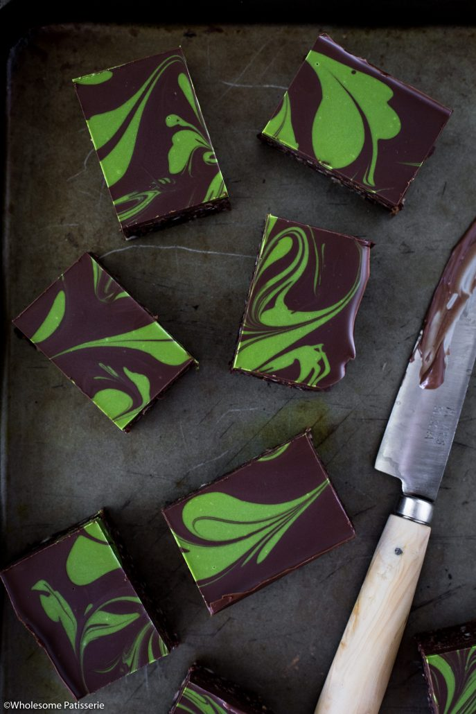 No-Bake Chocolate Matcha Brownies! Raw brownie base frosted with dark chocolate and a matcha swirl! #nobakebrownies #brownies #matcha #matchabrownies