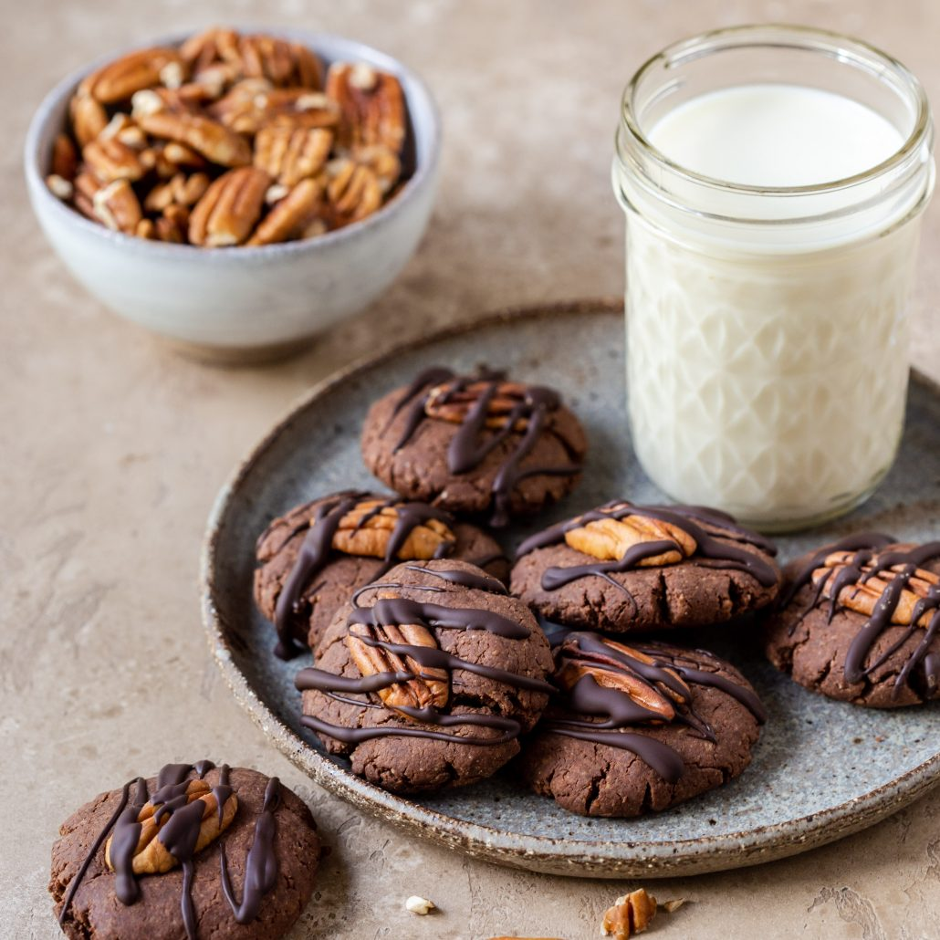 Vegan & Gluten Free Chocolate Pecan Cookies! Fudgy, soft and healthy. Created with 10-ingredients!