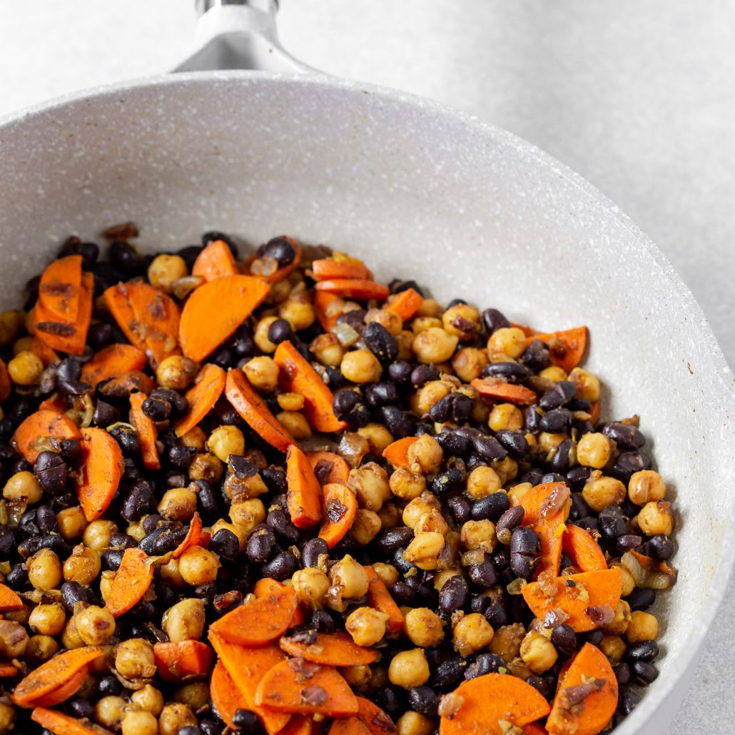 Chickpea & Black Bean Spinach Spiced Stew! Easy homemade stew spiced with curry powder and cinnamon! Offering you a good dose of plant based protein thanks to the chickpeas and black beans! Naturally gluten free and vegan!
