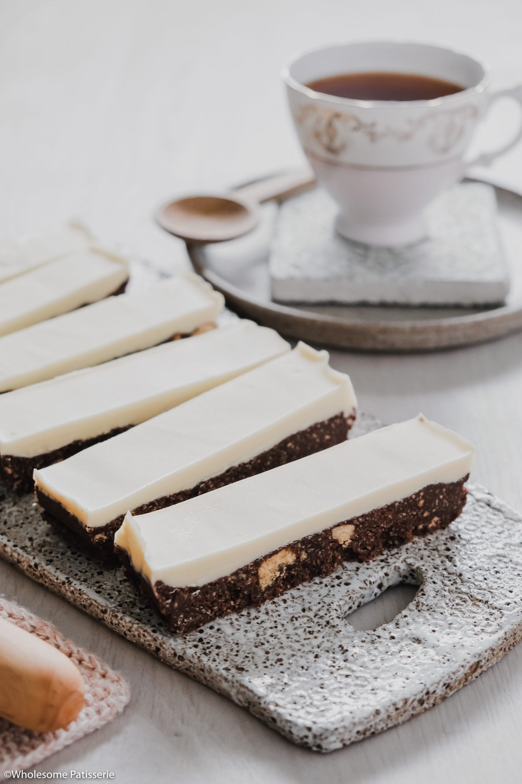 White Chocolate Thin Mint Slice! This delightful slice is no-bake and infused with peppermint essential oil in both the base and topping. The chocolate base is a simple 5-ingredient biscuit mixture using Dutch cocoa powder and peppermint oil. The topping is only 2-ingredients, white chocolate and more peppermint!