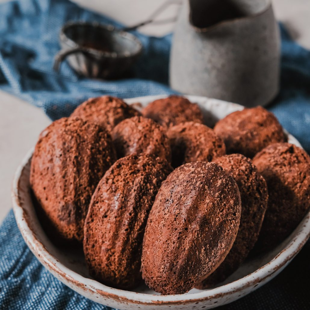 Chocolate Madeleines! Homemade and wholesome madeleines in the best flavour, chocolate! Simple 2-bowl method and only 30 minutes of refrigeration time before baking. The addition of melted dark chocolate and coffee enhances the chocolate flavour even further.