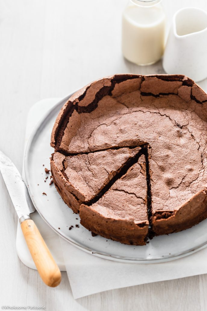 Flourless Chocolate Cake! Simple 7-ingredient chocolate cake created with no flour. Fudgy in the middle and perfect to serve for dessert